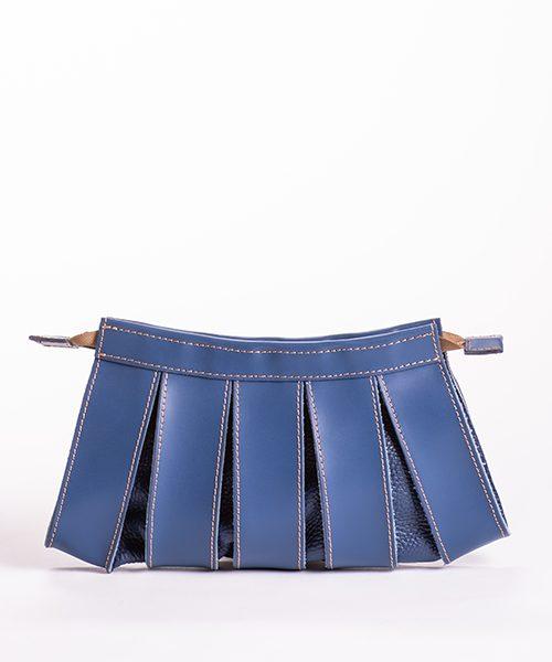 Pochette Nica con tracolla staccabile, in vera pelle di colore blu, con tracolla staccabile