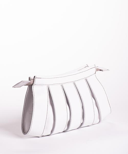 Pochette Nica in pelle di colore bianco, con tracolla staccabile