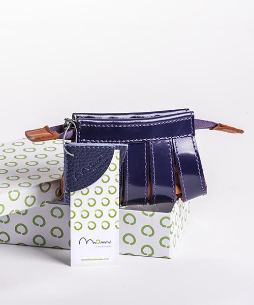 Portamonete Nica in pelle, colore blu e arancione, con scatola regalo