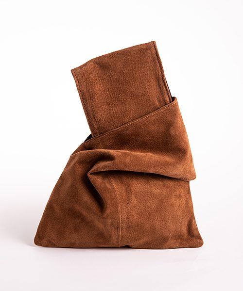Pochette Kyo da polso in vera pelle, colore verde e marrone scamosciato.