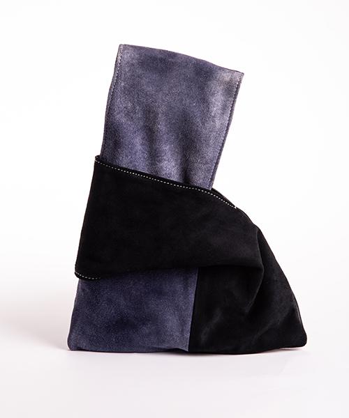 Pochette Kyo da polso in vera pelle, colore blu notte e blu jeans.
