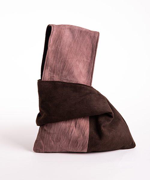 Pochette Kyo da polso in vera pelle, colore rosa antico e marrone.
