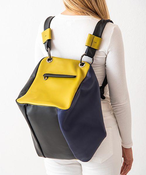 Zaino Diu trasformabile in borsa a spalla, in vera pelle colore blu, nero e verde. Made in Italy