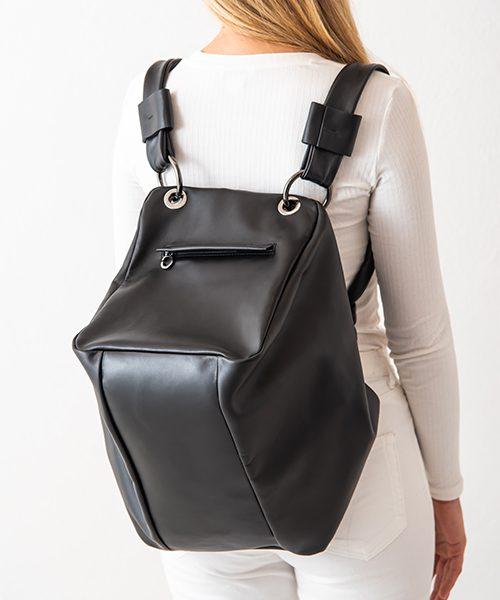 Zaino trasformabile in borsone, in vera pelle, colore nero. Made in Italy